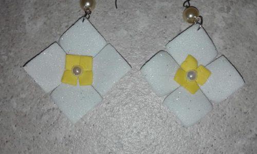 Orecchini in gomma crepla in vari colori e con perline