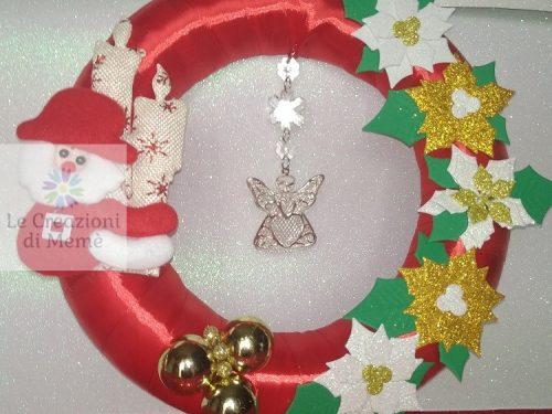 Fuoriporta natalizio con ghirlanda rivestita in raso rosso