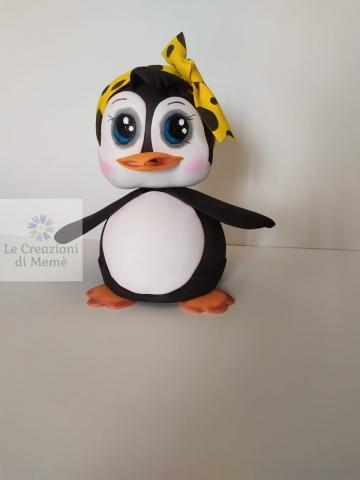 Pinguino con fascia in testa