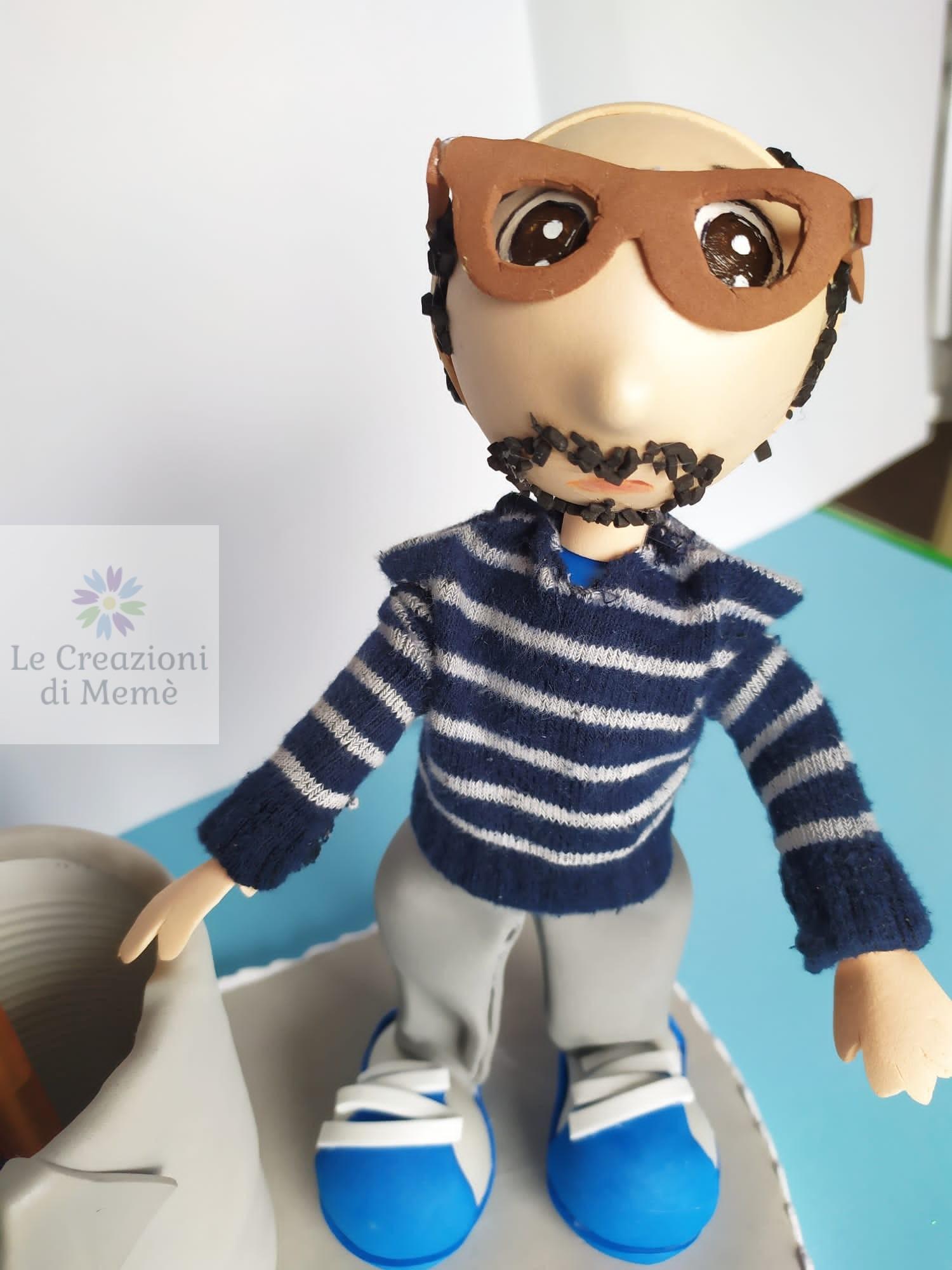 Portapenne con bambola mini Me