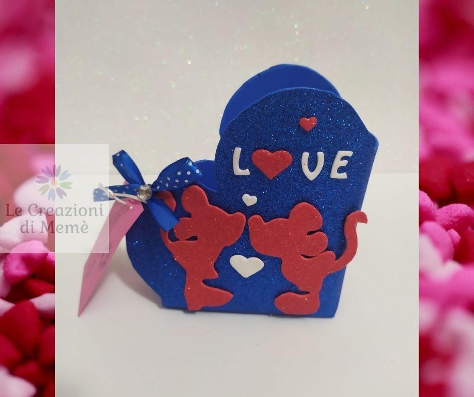 Porta cioccolatini blu a forma di cuore con topolino e minnie in gomma crepla