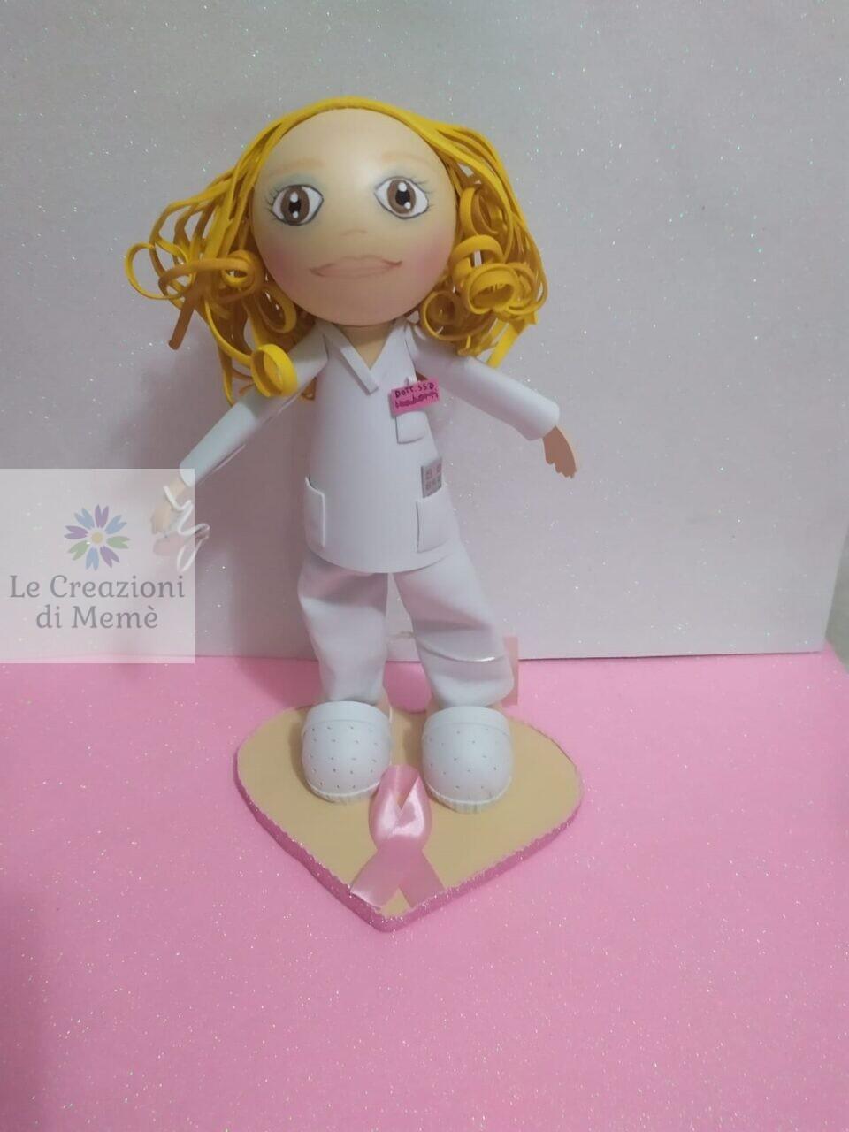 Bambolina in gomma eva della dottoressa